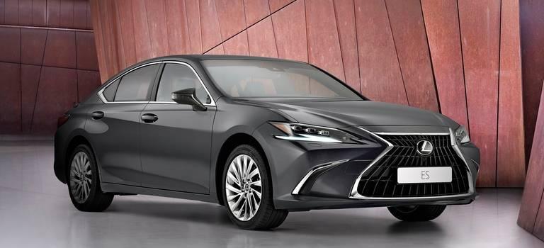 Мировая премьера обновленного LexusES