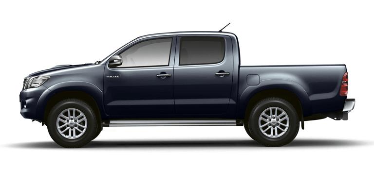 Пикап Toyota Hilux совершил 12 подвигов
