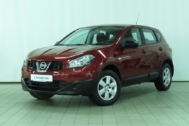 Nissan Qashqai 2012 г. (красный)