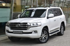 Toyota Land Cruiser 2015 г. (белый)