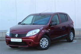 Renault Sandero 2011 г. (красный)