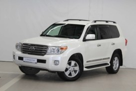 Toyota Land Cruiser 2013 г. (белый)
