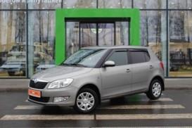 Škoda Fabia 2013 г. (бежевый)