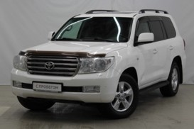 Toyota Land Cruiser 2010 г. (белый)