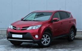 Toyota RAV4 2013 г. (красный)