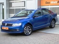 Volkswagen Jetta 2018 г. (синий)