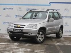 Chevrolet Niva 2011 г. (серый)