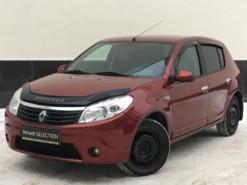 Renault Sandero 2012 г. (красный)