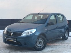 Renault Sandero 2012 г. (синий)