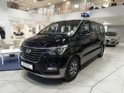 Hyundai Starex 2018 г. (черный)