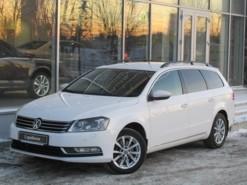 Volkswagen Passat 2013 г. (белый)