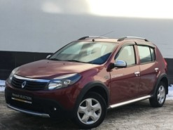 Renault Sandero 2013 г. (красный)