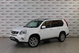 Nissan X-Trail 2013 г. (белый)