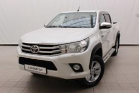 Toyota Hilux 2015 г. (белый)