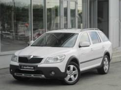 Škoda Octavia 2012 г. (белый)