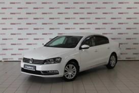 Volkswagen Passat 2011 г. (белый)