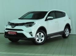 Toyota RAV4 2017 г. (белый)
