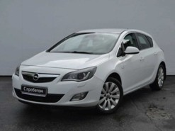 Opel Astra 2010 г. (белый)